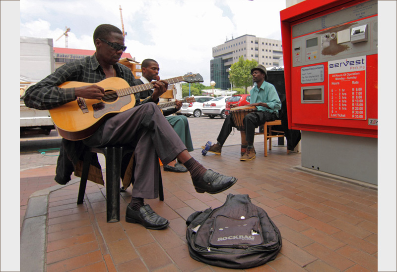 sidewalk performers in Jo'burg